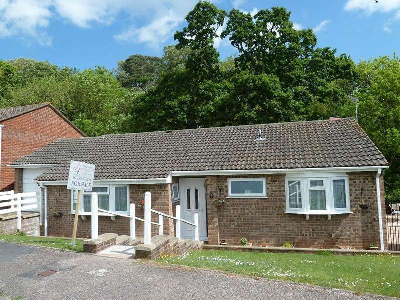 3 Bedrooms Bungalow for sale in Valley Way
