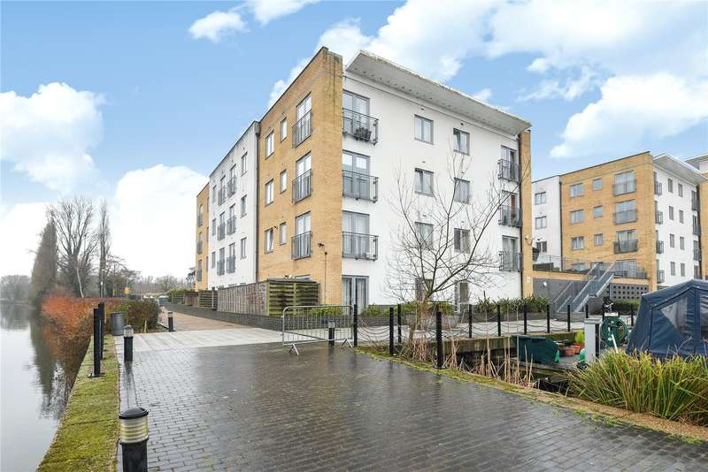 2 Bedrooms Apartment Flat for sale in Welford House, Waxlow Way, Northolt, Middlesex, UB5