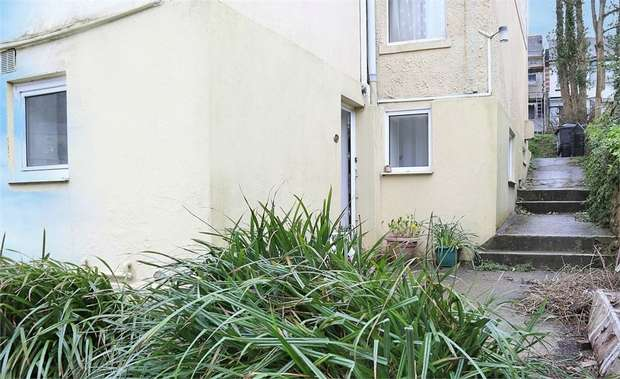 1 Bedroom Flat for sale in 250 Teignmouth Road, Torquay, Devon