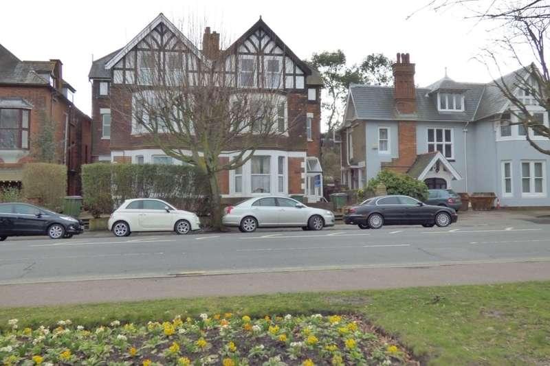 2 Bedrooms Flat for sale in Cheriton Road, Folkestone, CT19