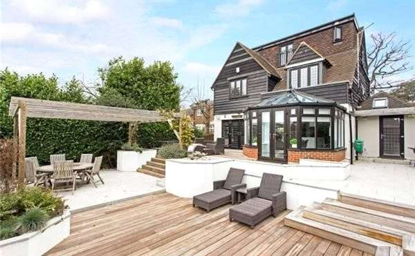 4 Bedrooms Detached House for sale in Church Lane, Loughton, Essex, IG10