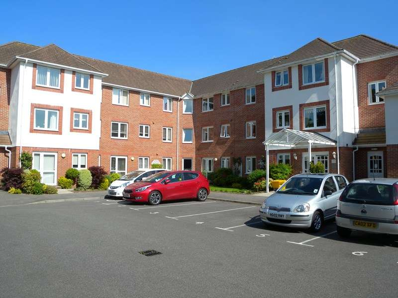 1 Bedroom Retirement Property for sale in Station Road, West Moors, Ferndown