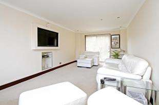 3 Bedrooms Detached House for sale in Campion Road, Horsham, West Sussex