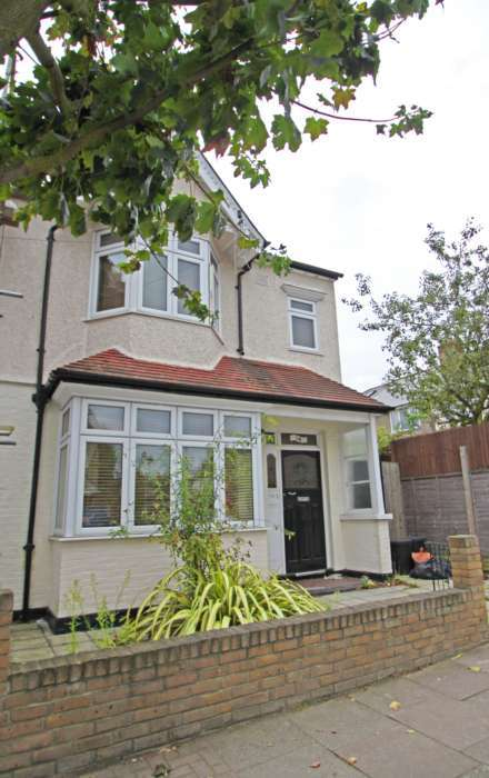 4 Bedrooms End Of Terrace House for rent in SW17 Avoca Road