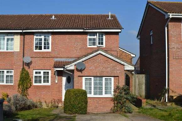 3 Bedrooms Semi Detached House for sale in Otterbourne Crescent, Tadley