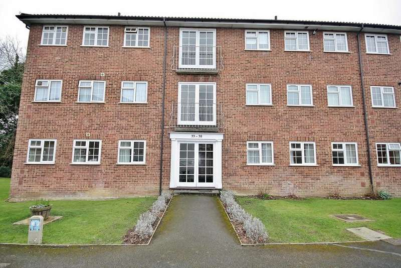 2 Bedrooms Ground Flat for sale in Midhope Close, Woking