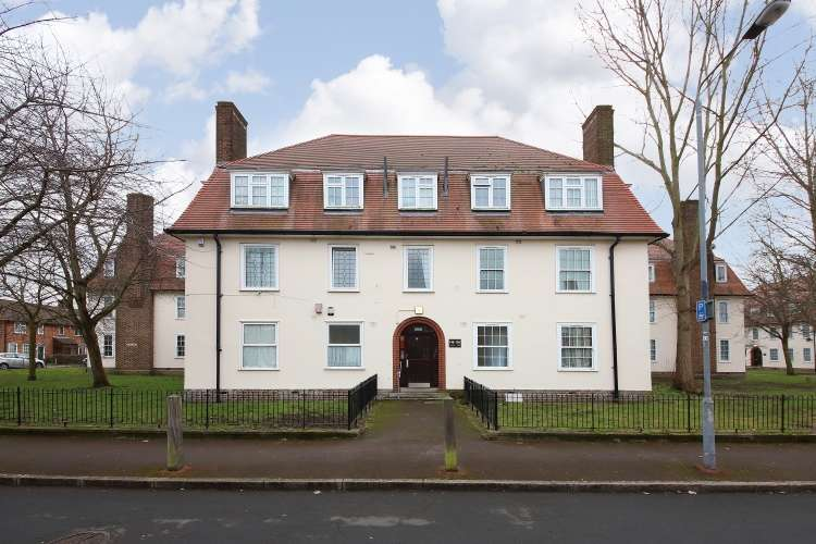 2 Bedrooms Flat for sale in Greenbay Road London SE7