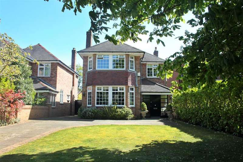 4 Bedrooms Detached House for sale in Preston Road, Hesketh Park, Southport, PR9 9EG
