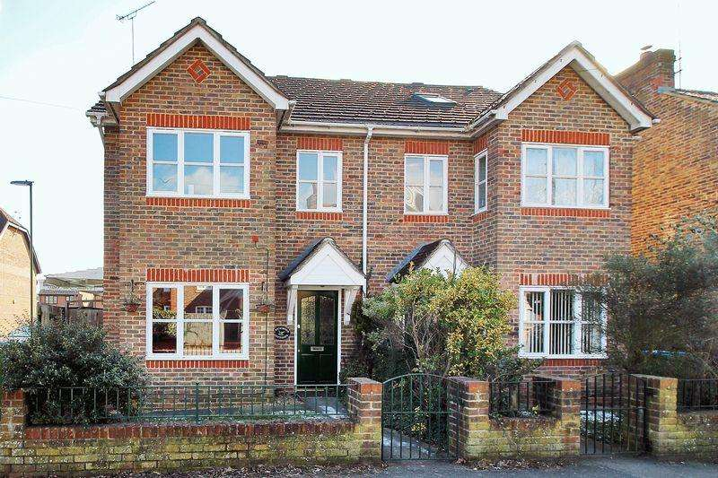 4 Bedrooms Semi Detached House for sale in High Street, Partridge Green