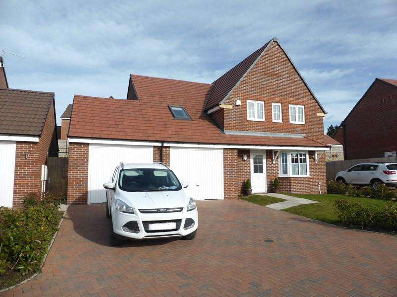 5 Bedrooms Detached House for sale in Lambourne Close, Evesham