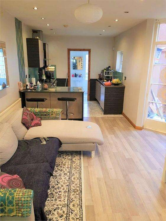4 Bedrooms Semi Detached House for rent in Sylvan Road, London