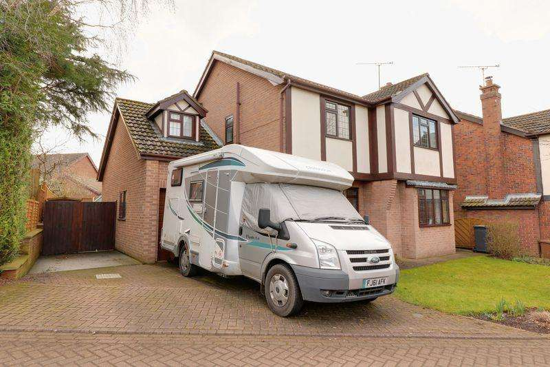 4 Bedrooms Detached House for sale in Wolsey Drive, Barrow-Upon-Humber