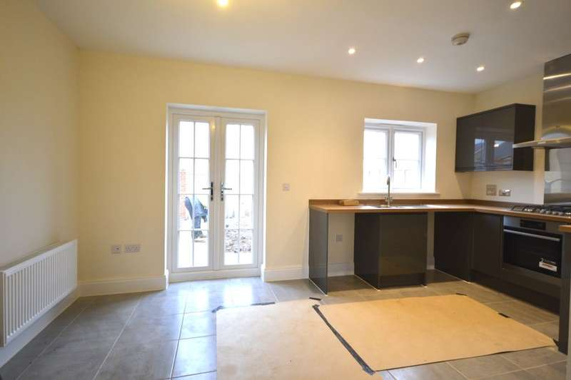 3 Bedrooms Semi Detached House for rent in Red Kite Road, Whitfield, Dover, CT16