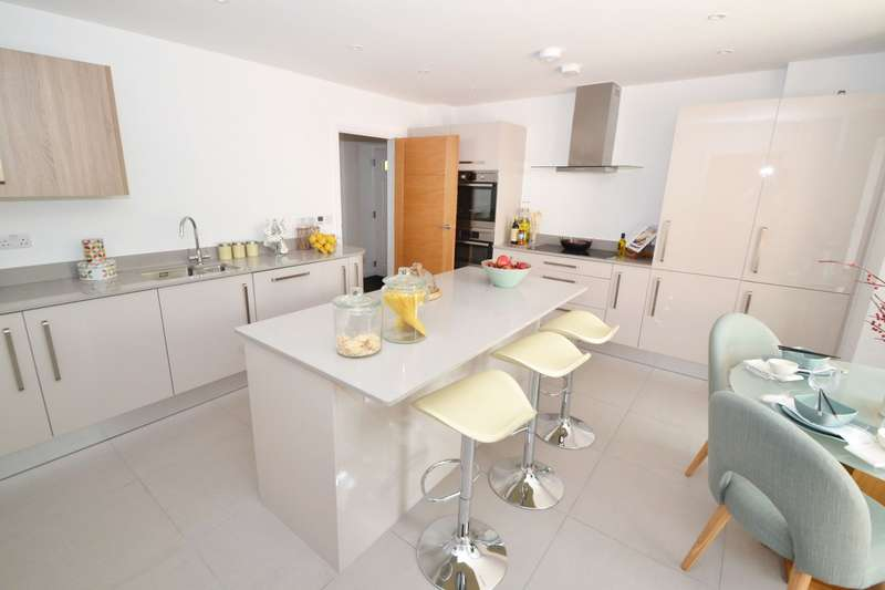 4 Bedrooms Semi Detached House for sale in Branksome Park