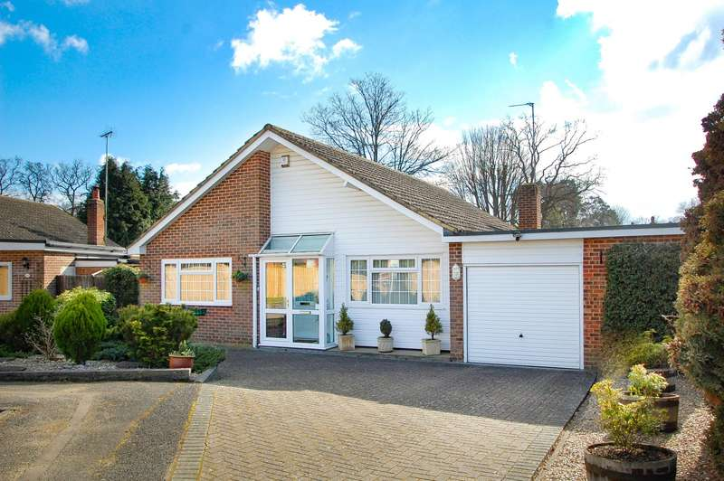 3 Bedrooms Detached Bungalow for sale in Scott Close, Farnham Common, SL2