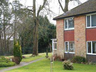 2 Bedrooms Maisonette Flat for sale in Furrows Place, Caterham, Surrey, .