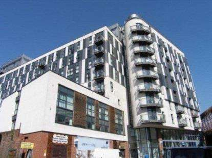 2 Bedrooms Flat for sale in Chapel Street, Salford, Greater Manchester