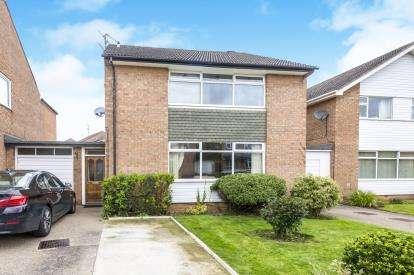 4 Bedrooms Link Detached House for sale in Hummersknott Avenue, Darlington