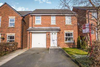 3 Bedrooms Detached House for sale in Parish Gardens, Leyland