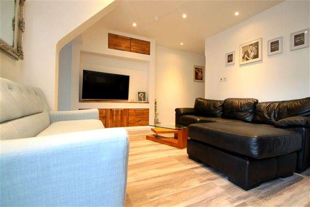 2 Bedrooms Flat for sale in Warleigh Road, Brighton, East Sussex, BN1 4NS