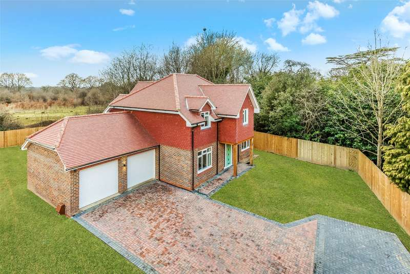 5 Bedrooms Detached House for sale in Horley Lodge Lane, Salfords, Surrey, RH1
