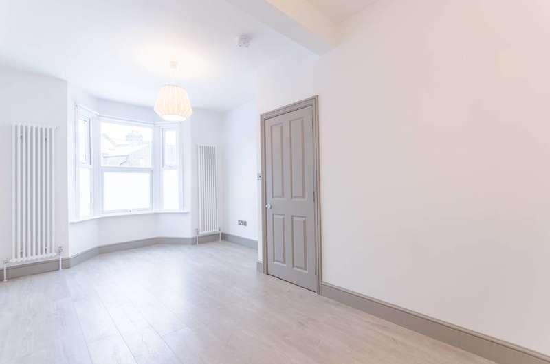 4 Bedrooms House for rent in Mrytle Road, Walthamstow, E17