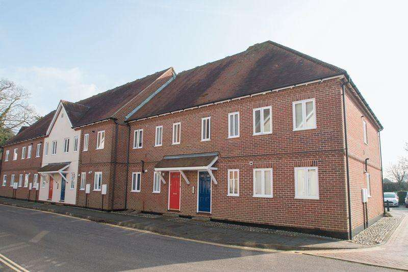 2 Bedrooms Flat for sale in Peter Weston Place, Chichester