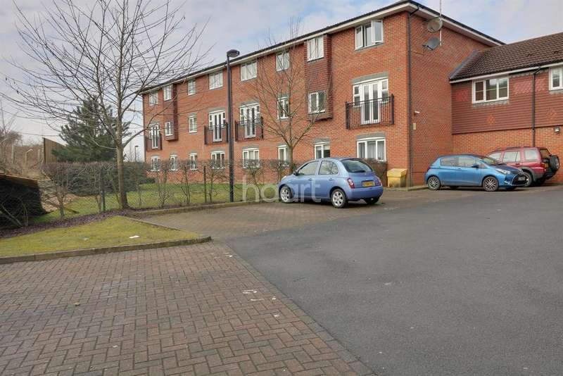 2 Bedrooms Flat for sale in Kiln Way, Dunstable