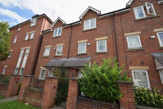 4 Bedrooms Terraced House for rent in Chorlton Road Hulme M15 4Jf Manchester