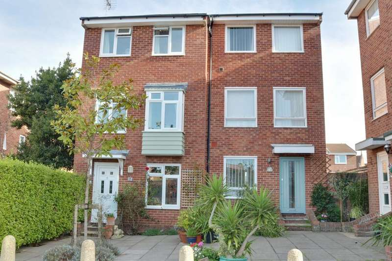 3 Bedrooms Semi Detached House for sale in Nobbs Lane, Old Portsmouth