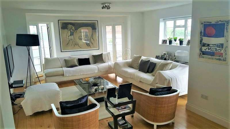 3 Bedrooms Flat for sale in Mulberry Close, London