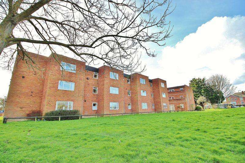 2 Bedrooms Apartment Flat for sale in De Lisle Close, Hilsea
