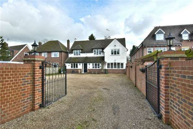 5 Bedrooms Detached House for sale in Pinewood Road, Iver Heath, Buckinghamshire
