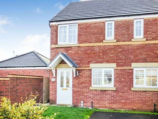 2 Bedrooms Semi Detached House for sale in Llys Collen, Oakenholt, Flint