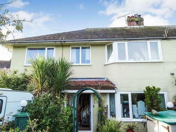 3 Bedrooms Flat for sale in Heol Isaf, Penparcau, Aberystwyth, Ceredigion