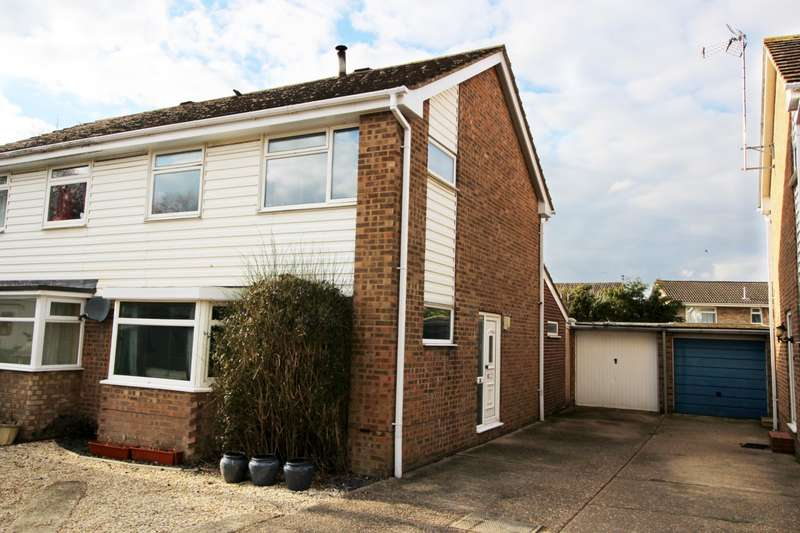 3 Bedrooms Semi Detached House for sale in Pemberton Close, Aylesbury, HP21