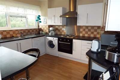 2 Bedrooms Flat for rent in Chatsworth Crescent WS4 Walsall