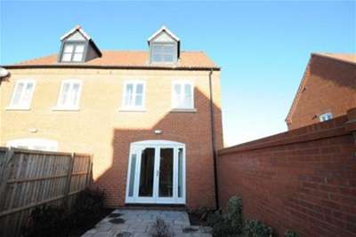 3 Bedrooms Semi Detached House for rent in Granary Close, Bottesford