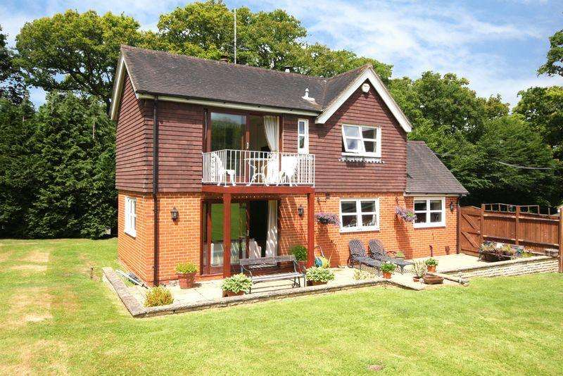 4 Bedrooms Detached House for sale in Dorking Road, Horsham