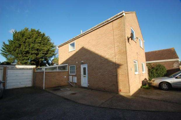 4 Bedrooms Detached House for sale in Stonham Avenue, Clacton-on-Sea, CO16