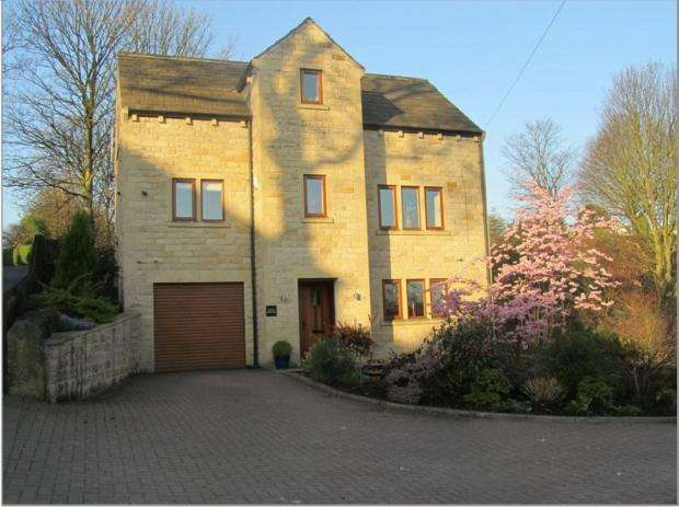 4 Bedrooms Detached House for sale in Woodhouse Lane Brighouse