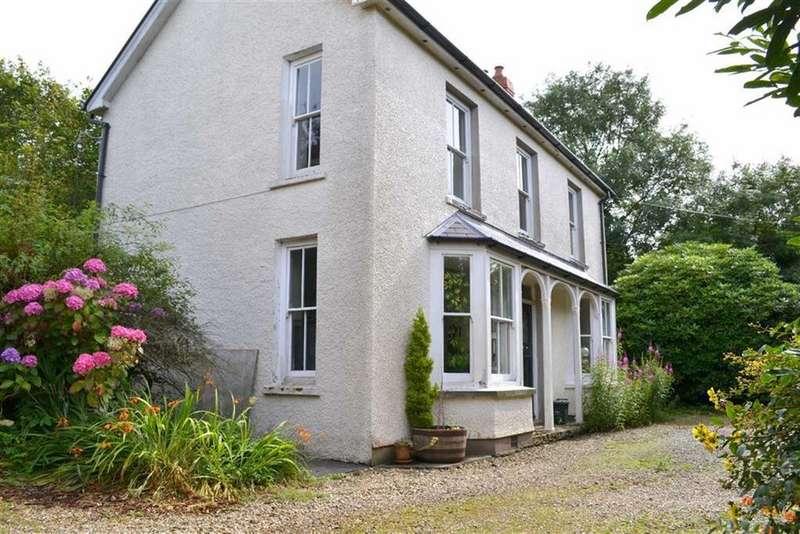 3 Bedrooms Detached House for sale in Plwmp, Llandysul, Ceredigion