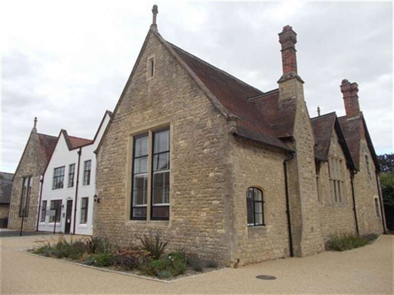 2 Bedrooms Flat for rent in The Bell Tower, Hill Street, Brackley, Northants