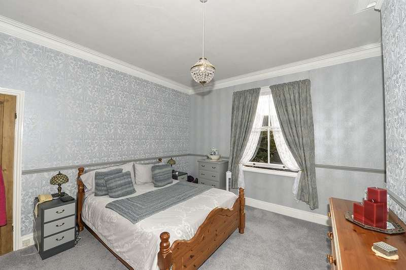 4 Bedrooms Terraced House for sale in Westbourne Grove, Scarborough, YO11