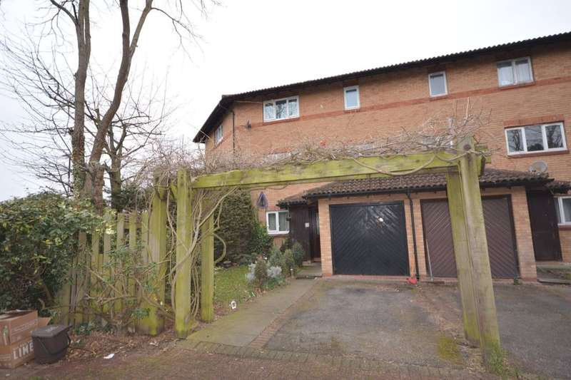 3 Bedrooms Property for sale in Templar Drive, North Thamesmead , London, SE28