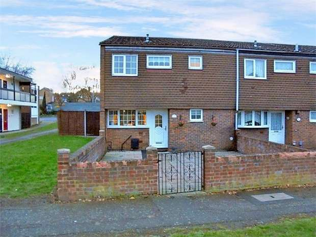 3 Bedrooms End Of Terrace House for sale in Brickenden Court, Waltham Abbey, Essex