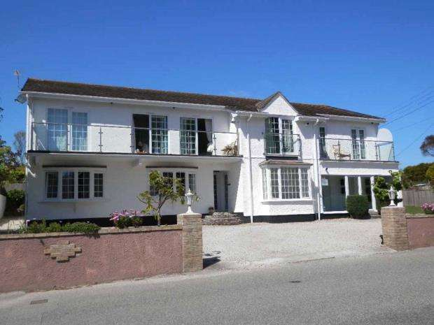 2 Bedrooms Flat for sale in Rotorua Apartments, Trencrom Lane, Carbis Bay, St. Ives