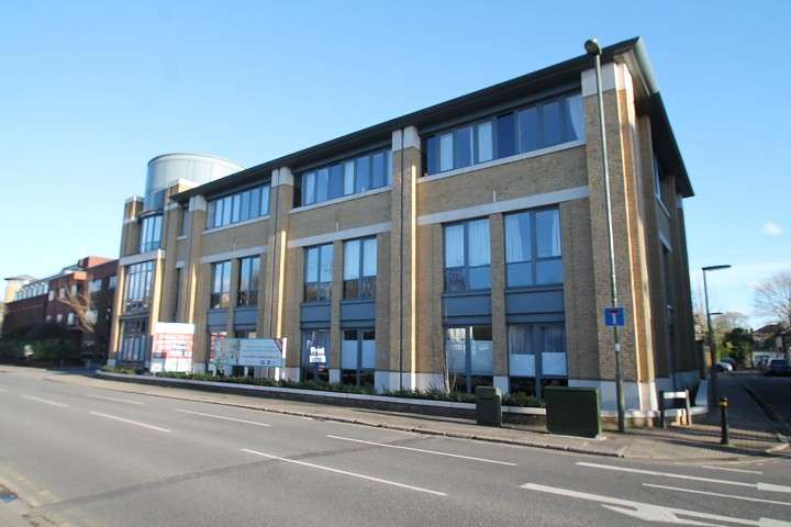 2 Bedrooms Flat for sale in Venture House, London Road, Staines-Upon-Thames, TW18