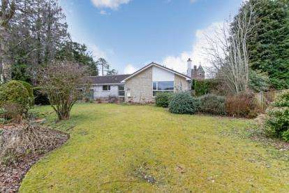 4 Bedrooms Bungalow for sale in The Roundel, Auchterarder