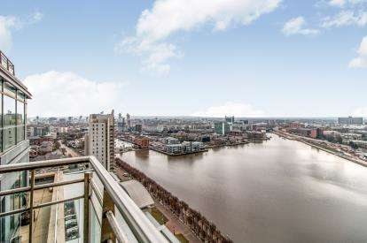 2 Bedrooms Flat for sale in The Quays, Salford Quays, Salford, Greater Manchester